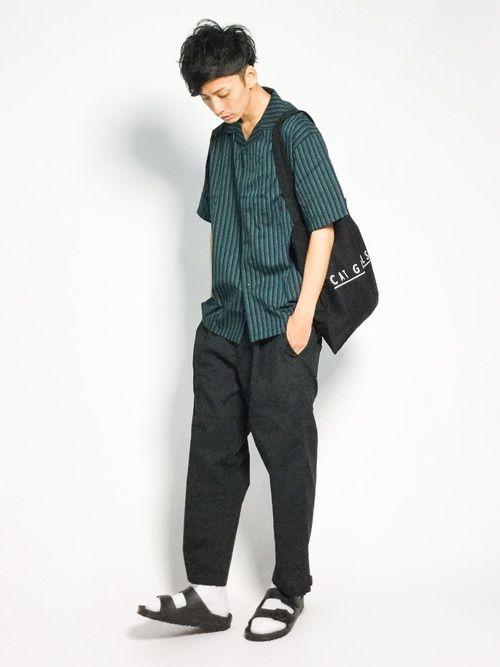 ゆるカジコーデ。  1枚でコーデが映えるオープンカラーシャツに  流行りのルーズなシルエットのパンツ