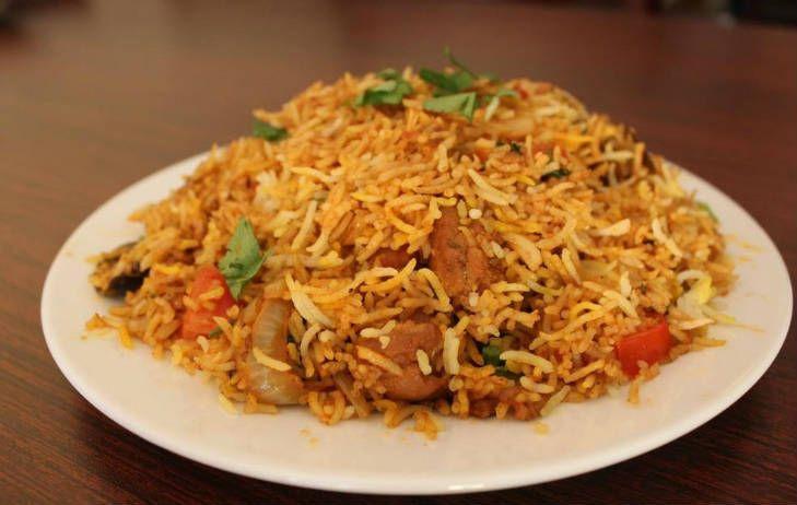 Arroz basmati con pollo, una receta fácil con un toque exótico. el arroz Basmati es original de Pakistán, de color blanco y de grano largo.