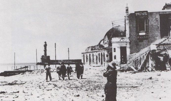 Το Παλιό Λιμάνι ισοπεδωμένο από τους βομβαρδισμούς