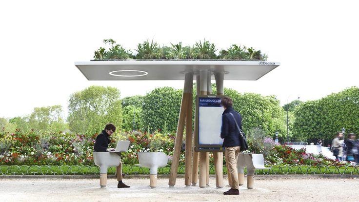 Estações de Wi-Fi em Paris (França), criação do designer francês Mathieu Lehanneur. A rede de fibra óptica é subterrânea para que os moradores e visitantes sem acesso à internet móvel possa se conectar em movimento.  Com cadeiras giratórias com tabelas anexadas para laptops, um grande painel digital para fornecer informações sobre a cidade e um telhado coberto de plantas como um jardim e sua base feita como se fosse troncos de árvores,  foi projetado para ser atraente.