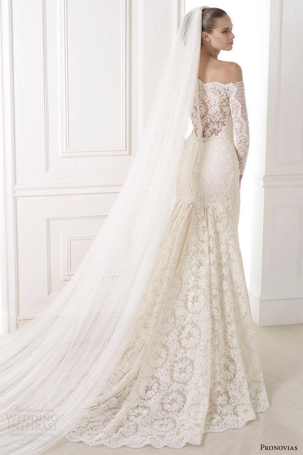 OMG that DRESS! | http://www.weddingpartyapp.com/blog/2014/09/02/45-long-sleeved-wedding-dresses-for-fall-brides/