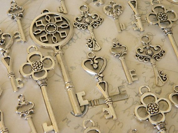 24 skeleton key set steampunk key charm jewelry supply - wedding favor keys - silver keys - antique silver - bulk skeleton key - vintage key
