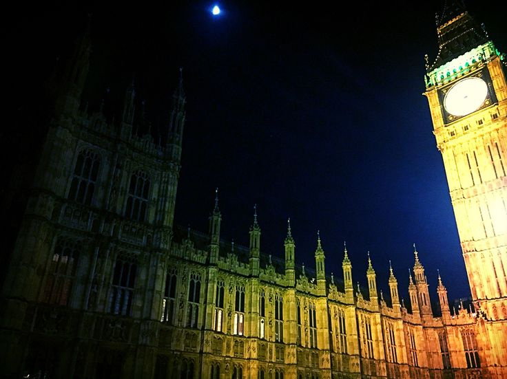 Love London Embankment. Sunset. Big Ben. Houses of Parliament