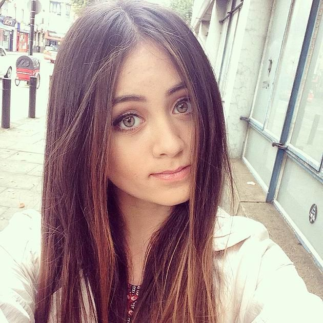 jasmine thompson - natural makeup and beautiful hair