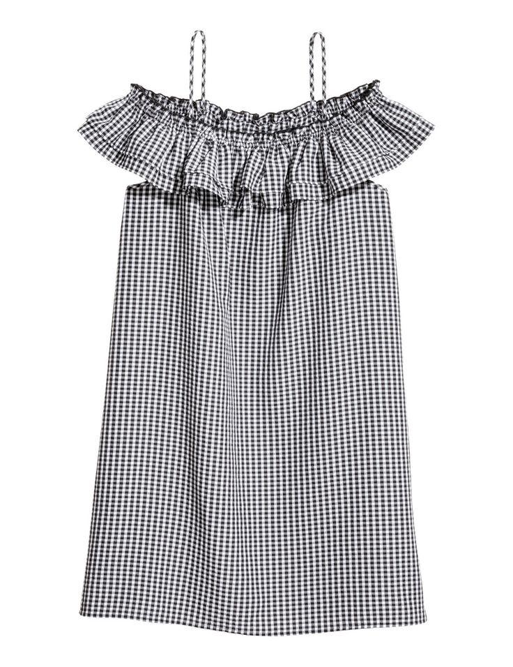 Kolla in det här! En kort, rutig klänning i vävd viskosblandning med bara axlar. Klänningen har smala axelband och resår med volang upptill. - Besök hm.com för ännu fler favoriter.