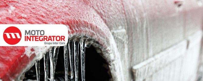 Jak przygotować samochód do zimy? Zimowe miesiące to szczególnie wymagający okres dla samochodu. Mimo, że auta posiadają coraz bardziej zaawansowane systemy i wymyślne rozwiązania, to nadal w kilku podstawowych aspektach zimą wymagają szczególnej troski z naszej strony. I nie chodzi tu jedynie o wymianę opon.  #zima #porady