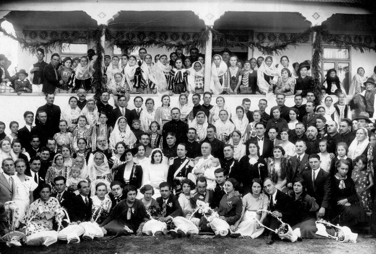 Muscel area, wedding of Steluta Nicoalescu to officer Marcusanu. Photo by Ion Munteanu in 1935 in front of the bridal home   via Domeniul Muscel #Romania #RomanianBlouse #LaBlouseRoumaine