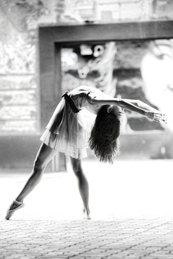 Ballerina on the street//