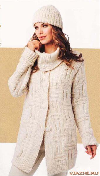 Пальто белое вязанное