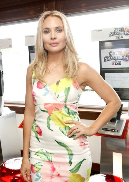 Leah Pipes Photos - Nintendo Lounge On The TV Guide Magazine Yacht At Comic-Con #TVGMYacht - Day 2 - Zimbio
