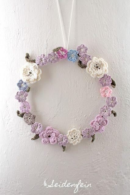 seidenfeins Blog vom schönen Landleben: Blümchenkranz - gehäkelt * crocheting a flowerwreath * Fais au crochet une couronne de fleurs