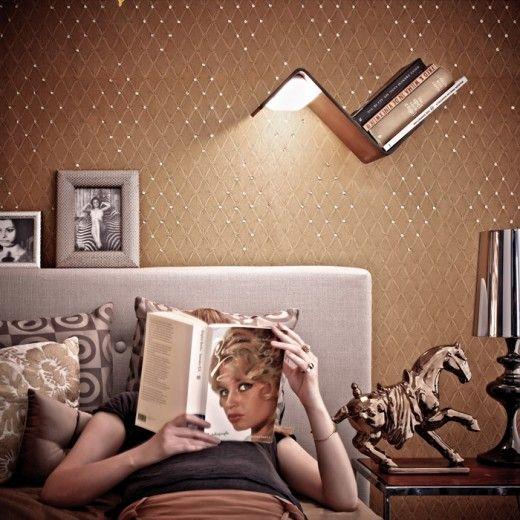 Lezen bed wordt met dit leuke lampje/plankje een stuk makkelijker. Meer ideeen voor je slaapkamer of slaapkamerinspiratie op mijn interieurblog http://www.interieurinspiratie.nl/
