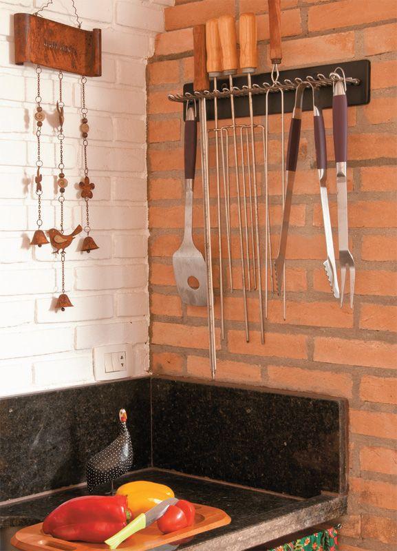 Saiba como reformar sua churrasqueira de forma econômica deixando sua área mais gostosa, com algumas dicas que o Casa.com.br separou. http://leroy.co/N1shUd