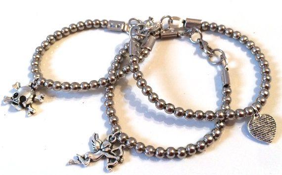Bracciale con perle in metallo e charms di AnotherLAgrein su Etsy