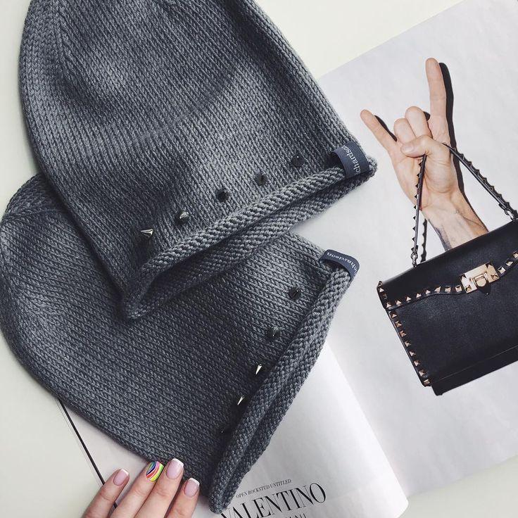 Я смотрю мы с Валентинчиком на одной волне со своими шипами😸🔝🤘🏼мамам сумка, детям шапки:))👍🏼