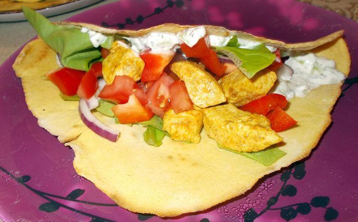 Domowe tortille ze świeżymi warzywami