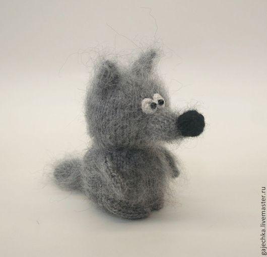 Игрушки животные, ручной работы. Ярмарка Мастеров - ручная работа. Купить Серый волк. Вязаная игрушка.. Handmade. Темно-серый