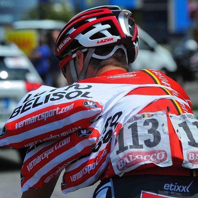 Not always easy to cary some good around @giroditalia #stage15 #cycling #food #bag #giro @Lotto_Belisol @kennydehaes