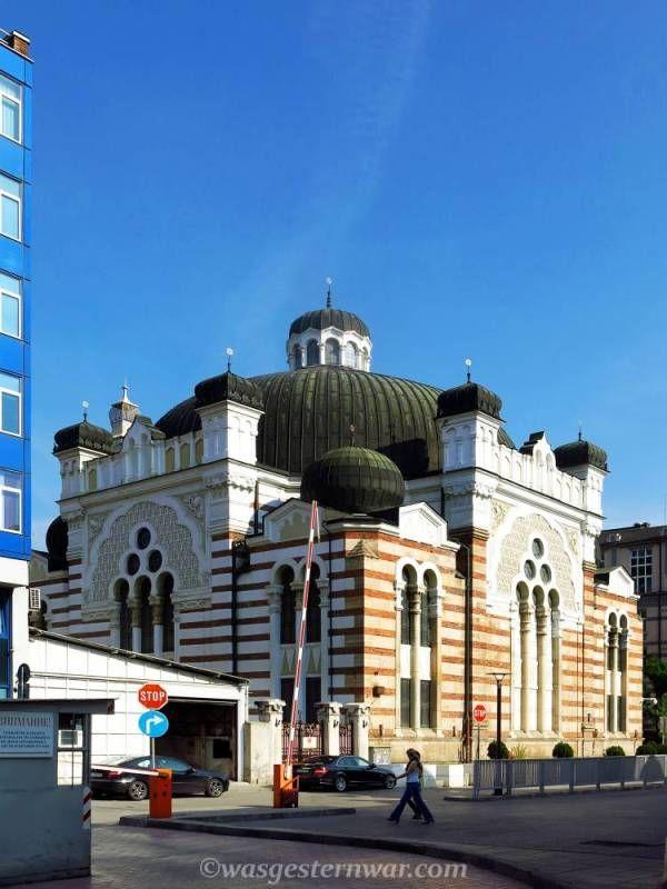 Sofia in einem Tag. Ein Reiseführer durch Bulgariens Hauptstadt. So entdeckt ihr alle Sehenswürdigkeiten, wie z.B die Synagoge in Sofia, Bulgarien.