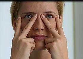 Face Yoga: bye bye wallen en rimpels rond de ogen