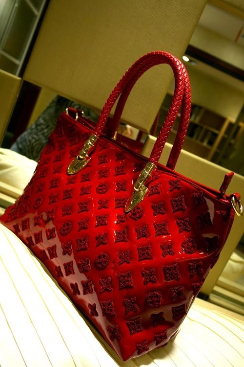 Louis Vuitton - I didn't think I liked LV until I saw this beauty!! Gorgeous!!