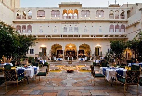 Samode Haveli - Situé dans la ville de Jaipur, le Samode Haveli est un manoir reflétant le style et l'élégance de la famille royale pour laquelle il fut construit il y a plus de 175 ans. Il possède la particularité d'être doté d'une rampe d'accès pour les éléphants. Adresse Samode Haveli: Gangapole 302002 Jaipur