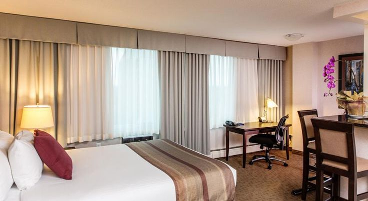 Campus Tower Suite Hotel Edmonton Located adjacent to the University of Alberta campus, this Edmonton hotel boasts an on-site restaurant and bar. Each suite offers free WiFi access throughout.