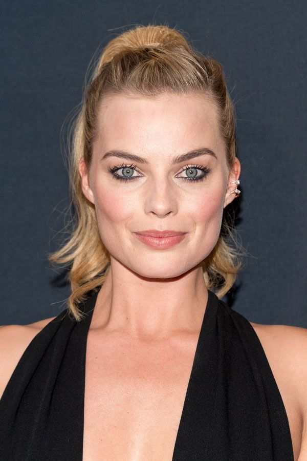 18 Times Margot Robbie Has Won The Beauty Game #refinery29 http://www.refinery29.com/2016/08/118725/margot-robbie-suicide-squad-beauty-moments#slide-10