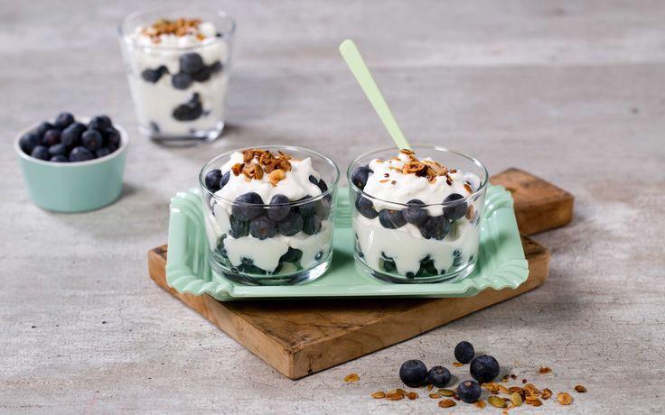 En dessert full av blåbær, som smaker like godt i barnebursdag som til dessert eller frokost.