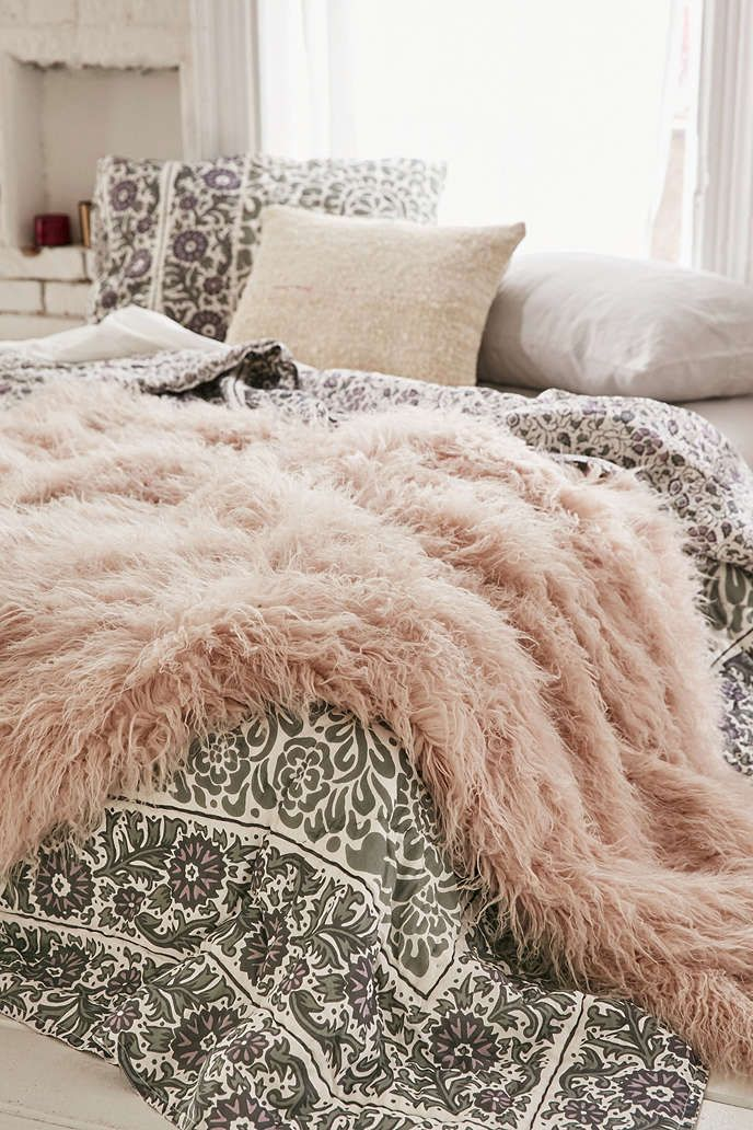 Faux Lamb Fur Throw Blanket - Urban Outfitters dusky pink but it's actually mauve and apparently looks more purple in real life