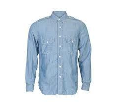 una camisa es algo que puedes llevar a la escuela. es de color Azul claro. es muy apropiado de la escuela.