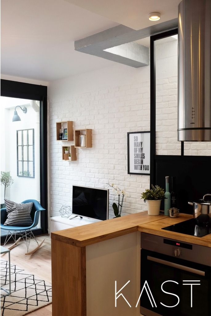 В небольшой кухне удалось разместить всю необходимую бытовую технику.  (индустриальный,лофт,винтаж,стиль лофт,индустриальный стиль,современный,архитектура,дизайн,экстерьер,интерьер,дизайн интерьера,мебель,квартиры,апартаменты,маленький дом,кухня,дизайн кухни,интерьер кухни,кухонная мебель,мебель для кухни,гостиная,дизайн гостиной,интерьер гостиной,мебель для гостиной) .