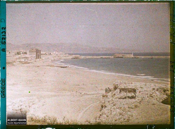 """Φωτογραφία της Katerina Athanasaki.  Η παραλία της """"Τρυπητής"""" πριν το μπάζωμα της θάλασσας και τη διαμόρφωση του λιμανιού (Λιάνα Σταρίδα)"""