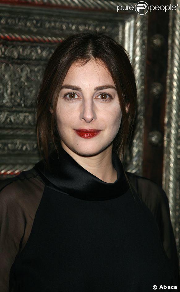 Amira Casar est une actrice française, née le 1er mai 1971 à Londres.