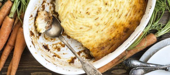 Het principe lijkt op een Britse sheperd`s Pie, maar is het niet. Zo`n schotel is met ander vlees en is anders gemaakt. Deze heb ik gemaakt naar een oud idee...
