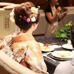 《白無垢》や《色打掛け》に「日本髪」を合わせる予定の花嫁さん!ロングヘアの方は、おしゃれに和を演出することができる「新日本髪」を選んでみませんか?♡  実際に「新日本髪」で結婚式を迎えた先輩花嫁さんの髪型を、インスタから学んじゃいましょう♪ 4タイプのヘアアレンジを参考にしてみてくださいね*。
