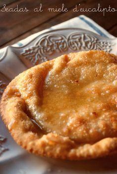 seadas / sardinia's dessert served with bitter honey
