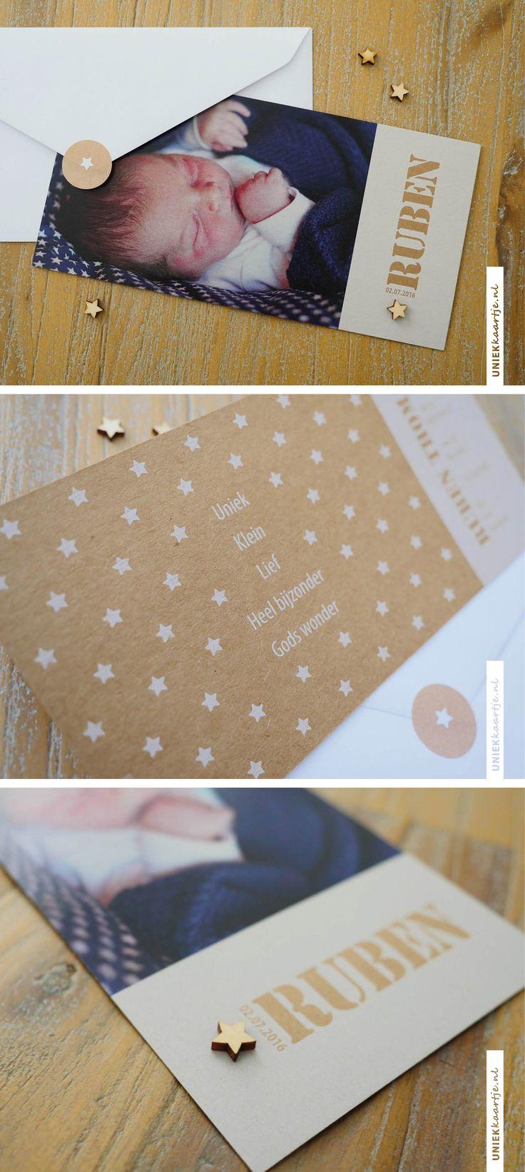 Wat is de geboortekaart van Ruben stoer geworden! De fullcolor én witte inkt op kraft karton i.c.m. het houten sterretje maken dat dit kaartje er echt uitspringt. De foto maakten de ouders van Ruben zelf.