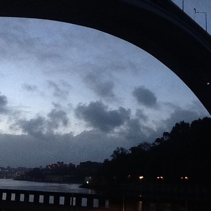 Dawn under the bridge (Ponte Arrábida)