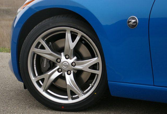 2009 Nissan 370Z photo gallery: Optional wheel and brake