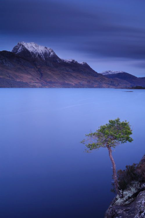 Loch Maree (Wester Ross, the Highlands of Scotland).