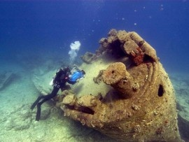 Dive WWII wreckage in the Midway Atoll