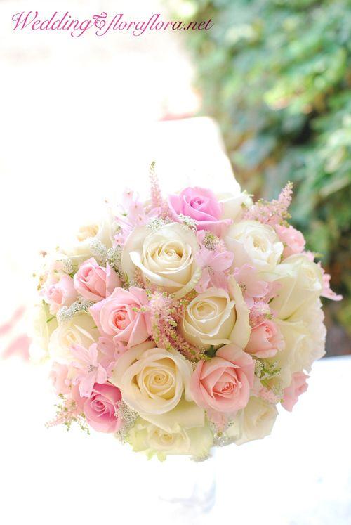 砂糖菓子のように…ミルキーホワイトとベビーピンクのバラのお花のラウンドブーケ delivered to アニヴェルセルみなとみらい様 フラワースタジオフローラフローラ / 東京 FlowerStudioFLORAFLORA * Tokyo * WeddingFlower&FlowerSchool