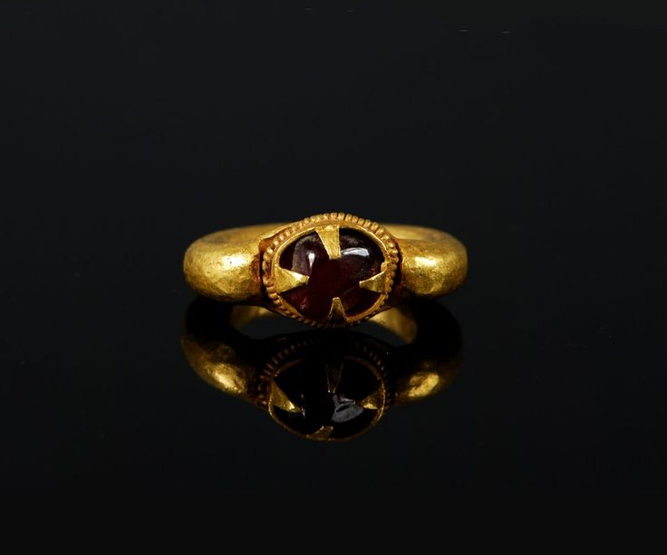 Ancient Gold Ring with Garnet CabochonCambodia, 13th century