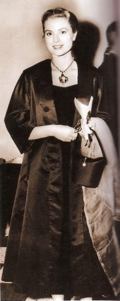 .Princess Grace Kelly.... Uploaded By www.1stand2ndtimearound.etsy.com