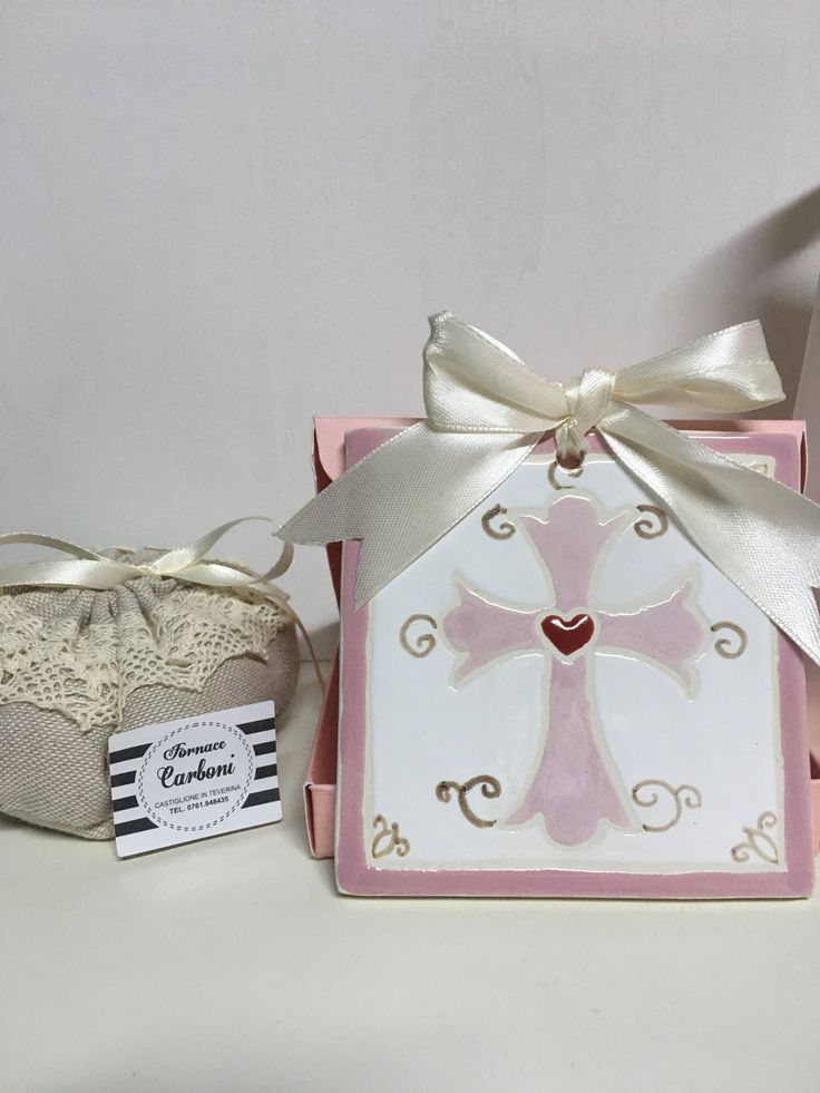 Bomboniera mattonella quadro da appendere in ceramica con croce rosa su rosa.Originale, fatto a Mano italia per la tua cerimonia. di CARBONISAMANTA su Etsy