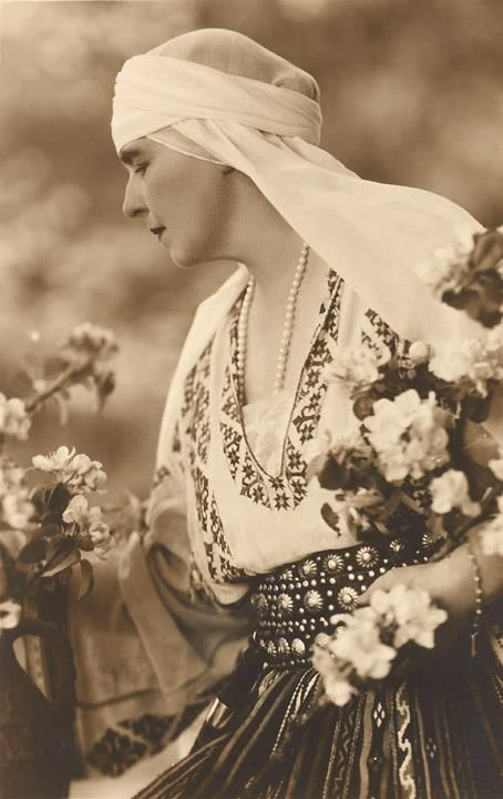 Queen Marie of #Romania was one of the most visionary ambassadors of the #RomanianBlouse and its symbolistic and cultural values #LaBlouseRoumaine