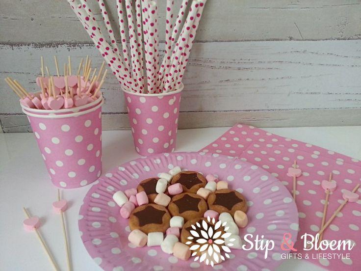 FEEST! papieren bekertjes, bordjes, servetten, rietjes PARTY! paper cups, plates, napkins and paper straws http://www.stipenbloem.nl/c-2493552/party-feest/