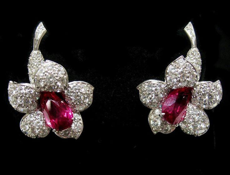 Delgattojewelry_ Recently acquired rare Van Cleef & Arpels, unheated Burma ruby flower earclips.  #vancleefandarpels #museumworthy #rubytuesdays
