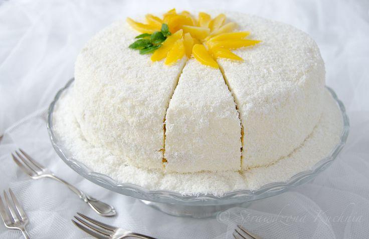 Tort z mango i delikatnym kremem z serka mascarpone o smaku kokosowym, bardzo prosty, a jednocześnie wykwintny, idealny na przyjęcie komunijne